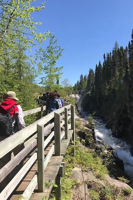 Passerelle vers le barrage