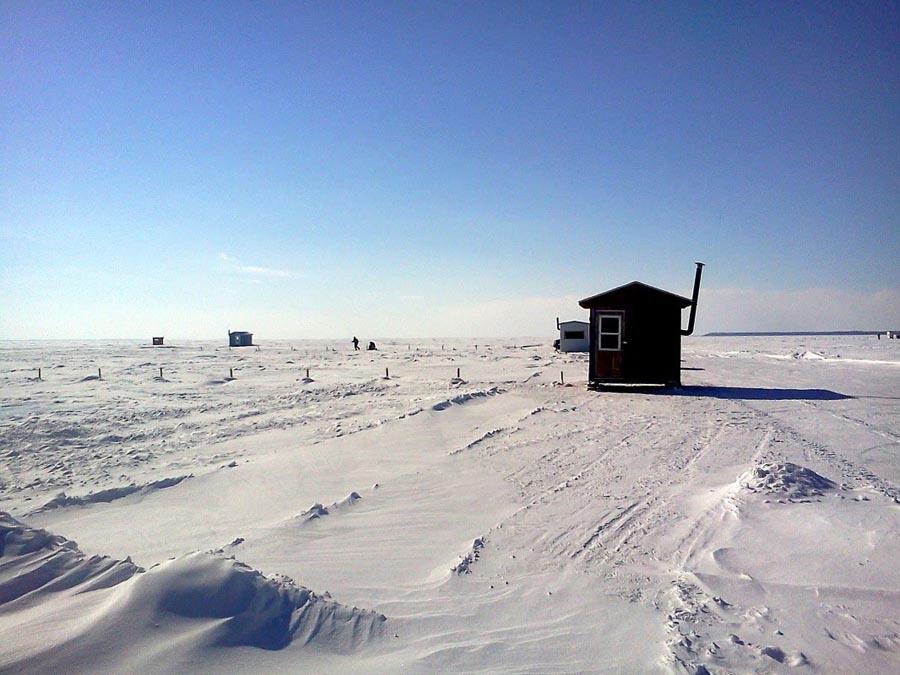 Cabane de pêche blanche