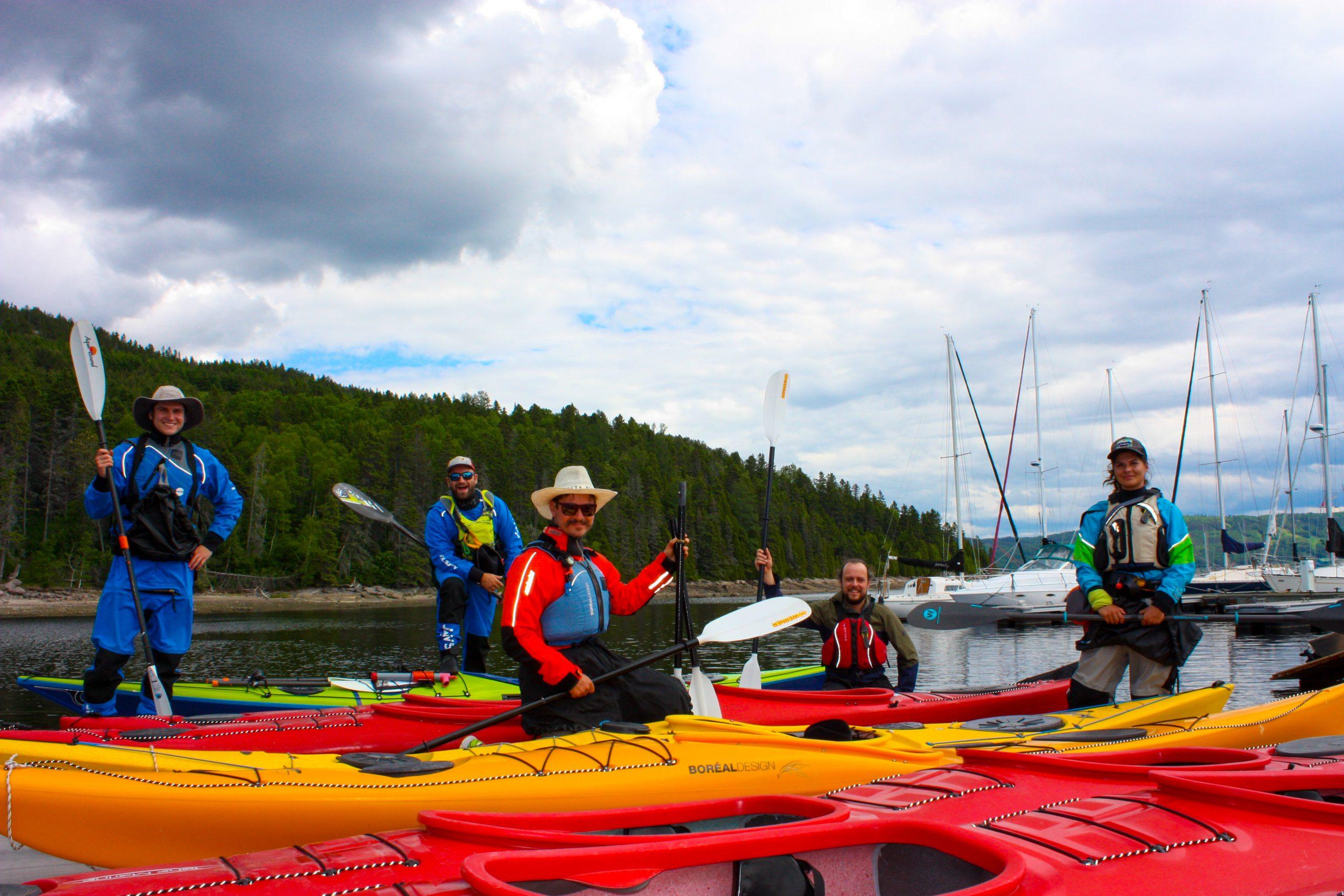Touriste en kayak de mer sur le Fjord du Saguenay